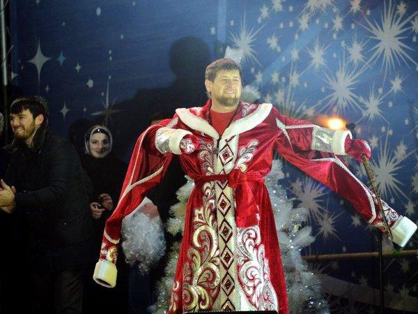 Рамзан Кадыров в костюме Деда Мороза.