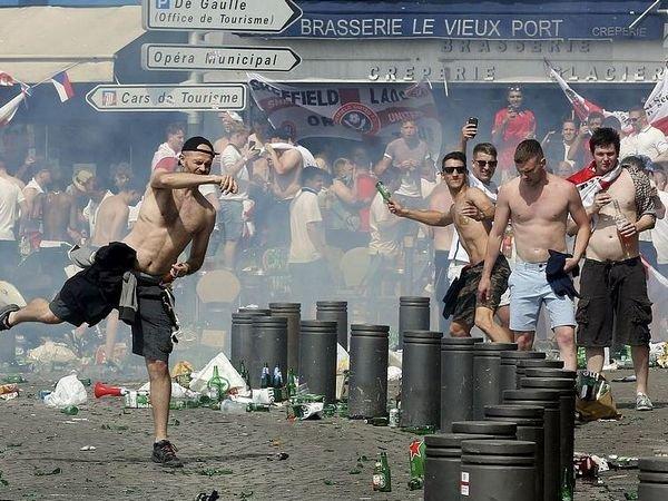 Изтюрьмы воФранции вышел русский футбольный поклонник