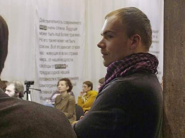 ВРостове около здания областного руководства  избили корреспондента  Владислава Рязанцева