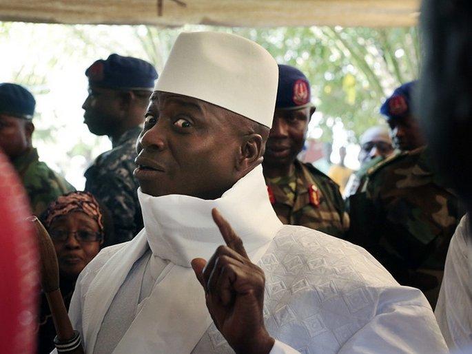 Экс-президент Гамбии уехал изстраны, прихватив ссобой неменее $11 млн