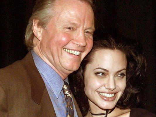 Отец Джоли обвинил Майли Сайрус иШайю ЛаБафа вгосизмене