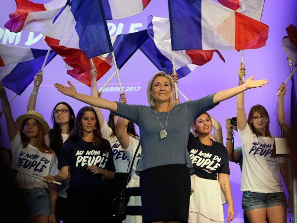 Французская «подруга Путина» Марин ЛеПен приехала вРФ