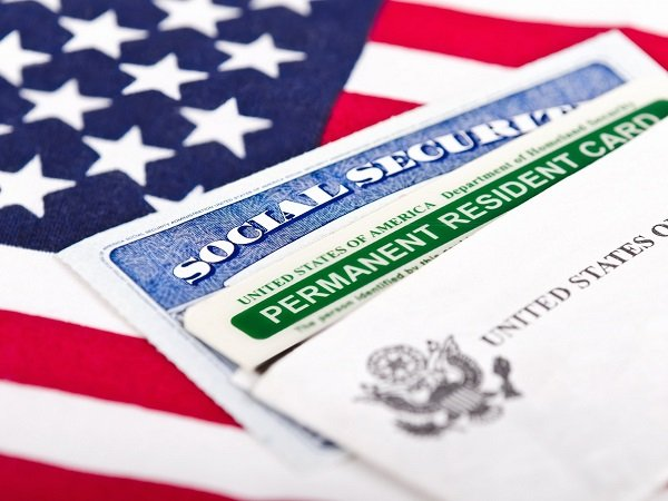 Белый дом разрешил въезд вСША всем обладателям грин-карт