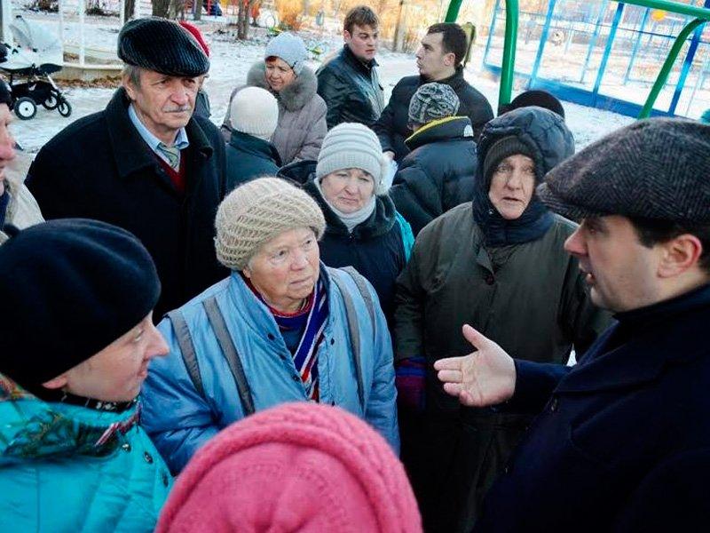 Депутатов вынудили уведомлять обуличных встречах сизбирателями