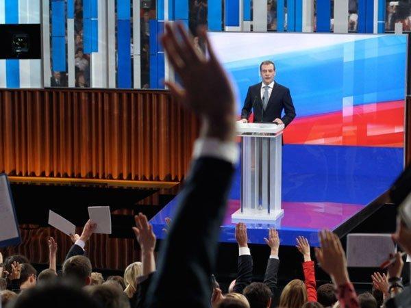 Началось ежегодное интервью Медведева русским телеканалам порезультатам года
