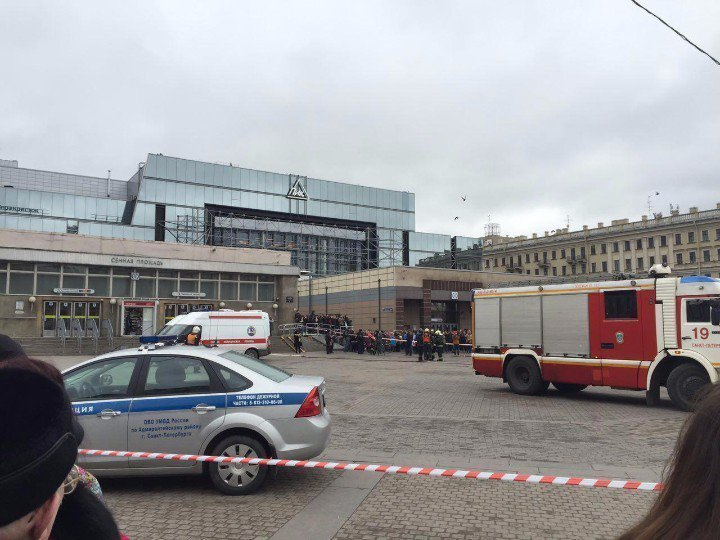 Впетербургском метро прогремели два взрыва