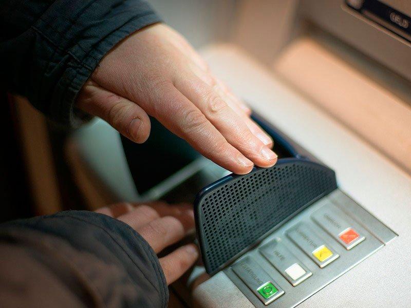 Русские банкоматы непринимают новые банкноты в200 и2000 руб.