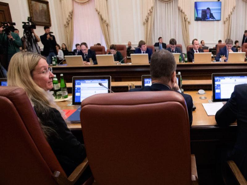 «Порошенко критически важно сохранить правительство»