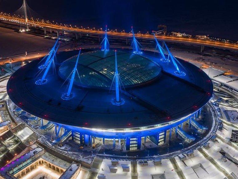 Крышу стадиона наКрестовском незакрыли вовремя града из-за хулиганов