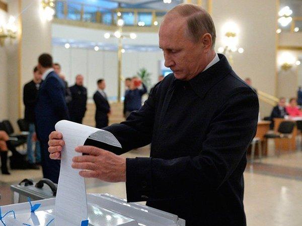 Владимир Путин голосует на выборах