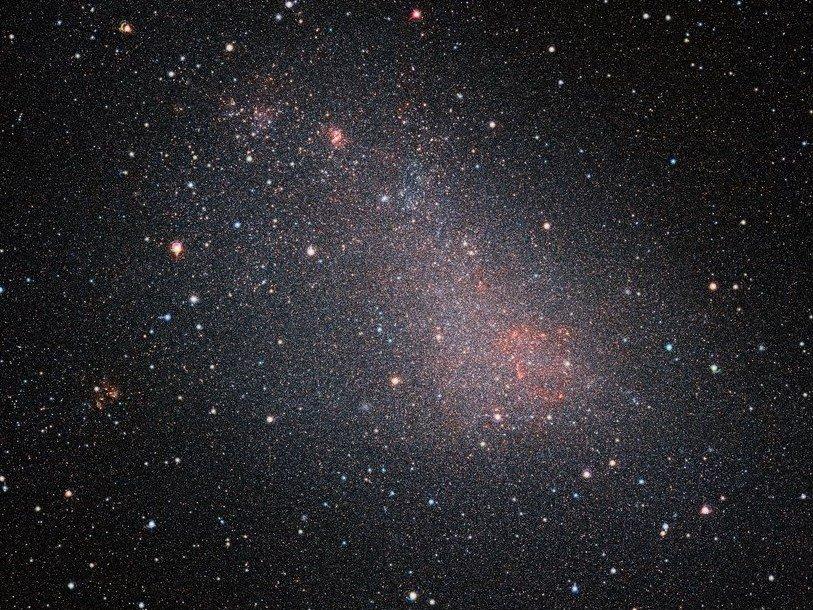 Телескоп VISTA заглянул запылевую завесу Малого Магелланова Облака