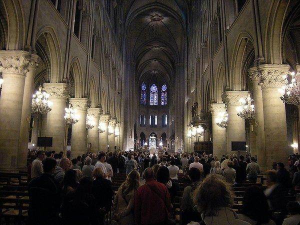 Интерьер собора Нотр-Дам де Пари
