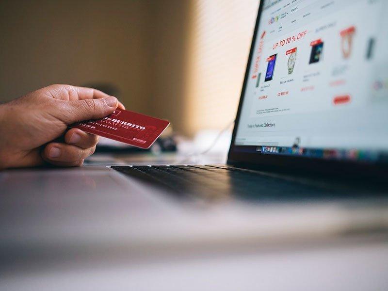 Бизнес требует ускорить введение НДС для иностранных магазинов