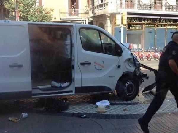 Власти подтвердили смерть 13 человек, ранения 50 человек— катастрофа вБарселоне