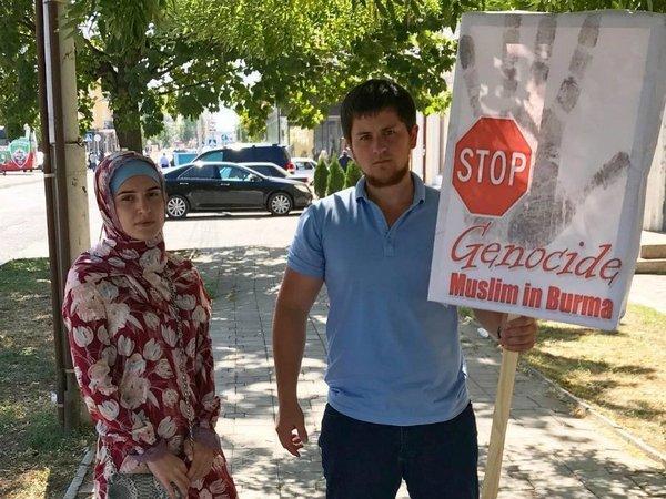 Участники митинга против геноцида мусульман в Мьянме (Грозный)