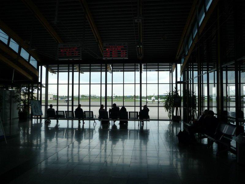 Неменее 10-ти рейсов отменили ваэропортах столицы