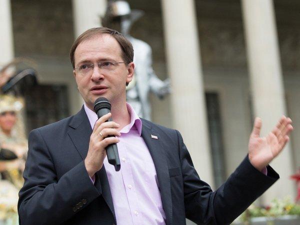 Мединский отказался давать комментарии по диссертации до решения  Владимир Мединский