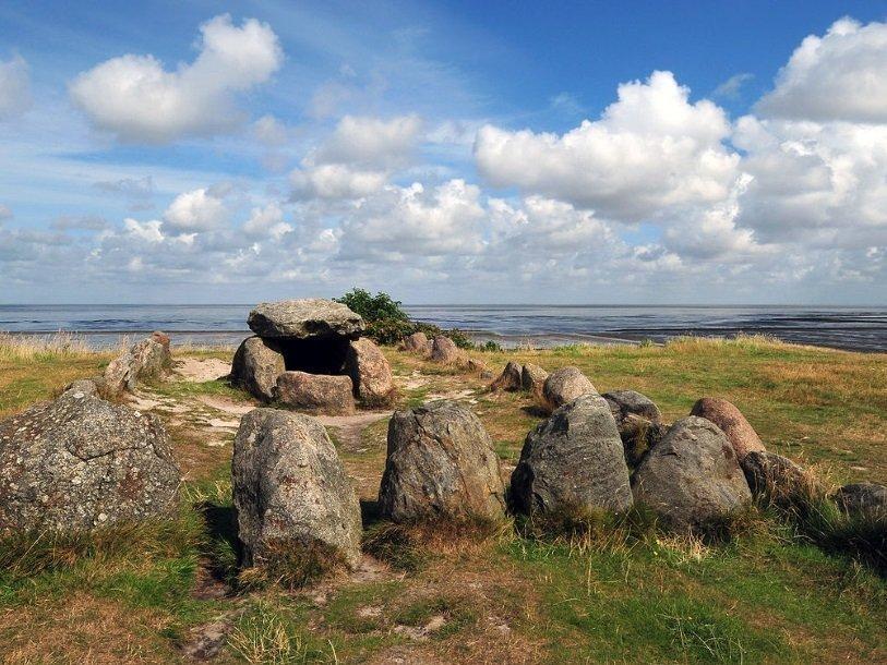 Неолитический дольмен на острове Зильт в Германии