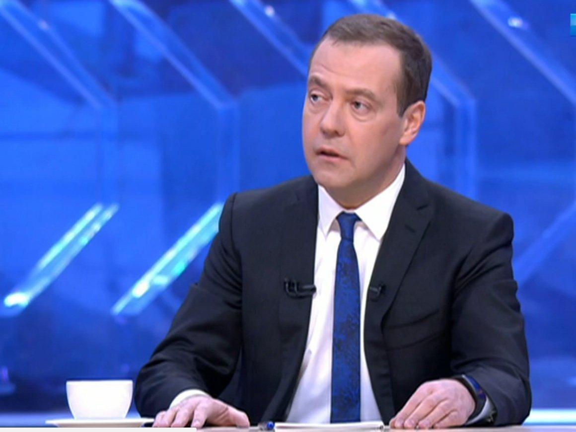 Рекордно невысокая инфляция очень актуальна для обыденных жителей — Медведев
