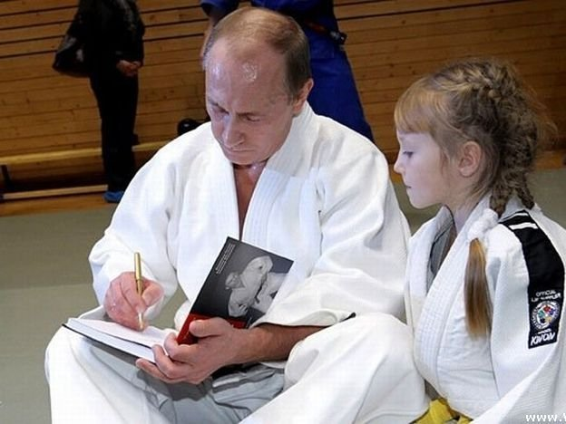 Владимир Путин на тренировке по дзюдо.