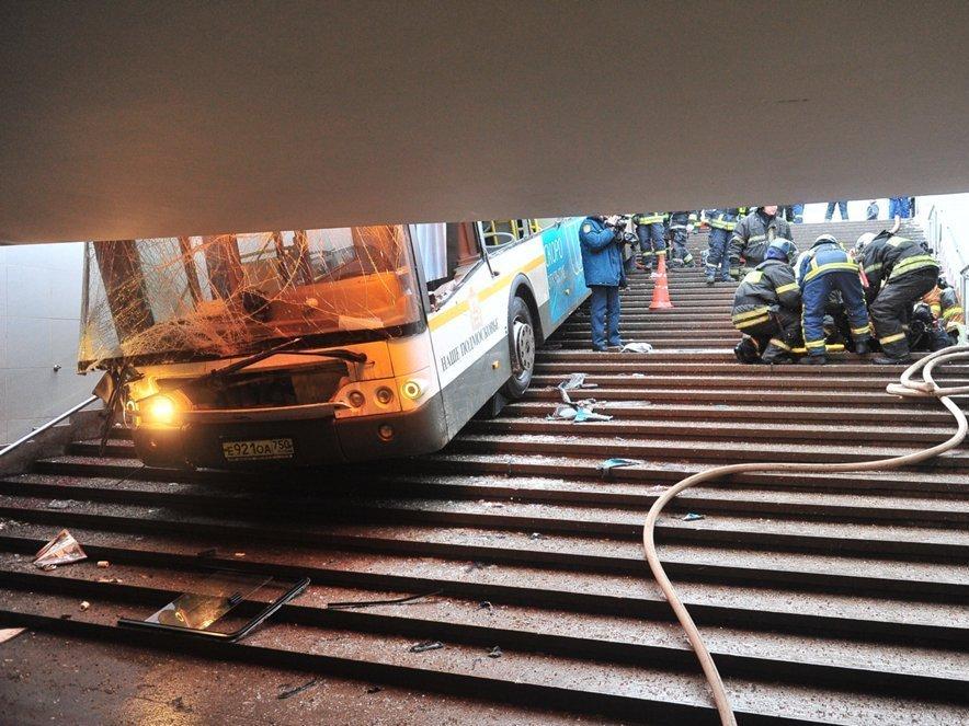 Следствие предъявило обвинение шоферу  автобуса, въехавшего вподземный переход в столицеРФ