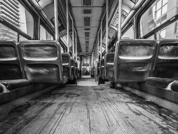 В салоне рейсового автобуса