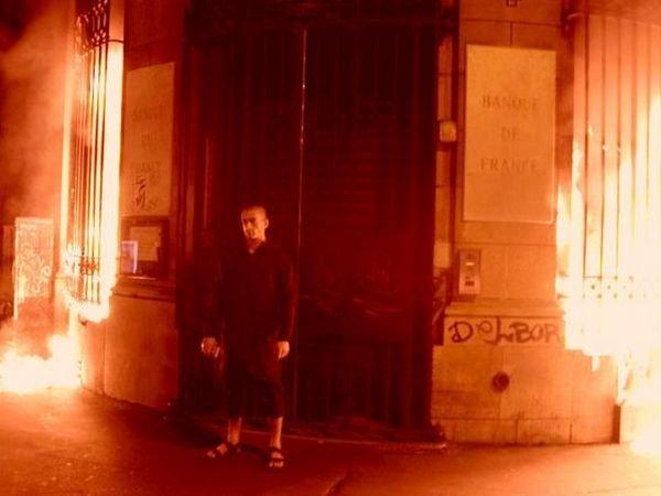 Павленский разъяснил Гельману смысл поджога Банка Франции