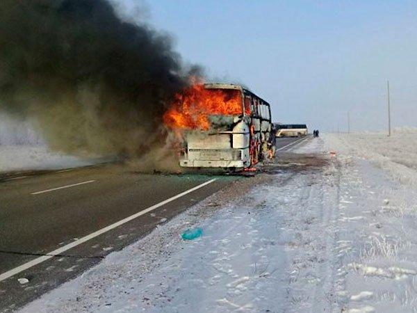 Сгоревший натрассе вКазахстане автобус обогревали паяльной лампой