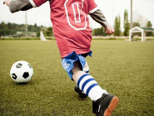 Детям могут запретить играть вфутбол головой