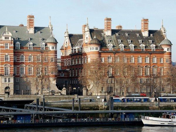 Милиция оцепила сооружение парламента Англии из-за подозрительного вещества