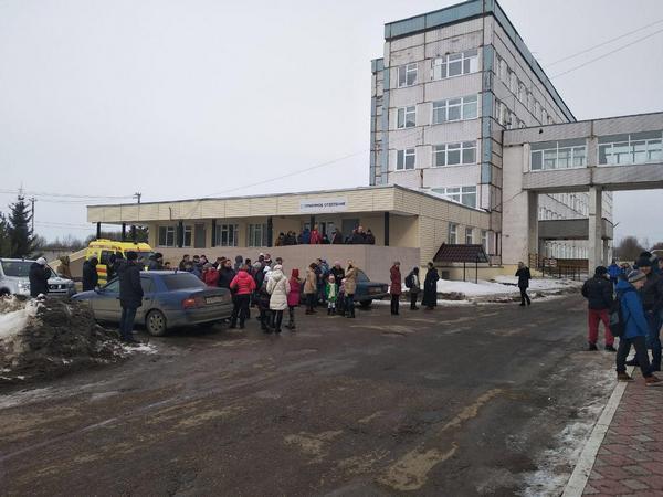 В школе Волоколамска ученикам стало плохо из-за вони с полигона «Ядрово»