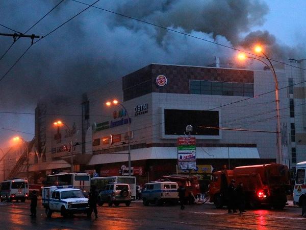 СКпросит очевидцев возгорания вТЦ вКемерове связаться соследователями