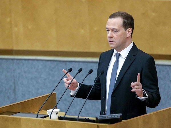 Медведев поручил определить участки дорог для тестирования беспилотников