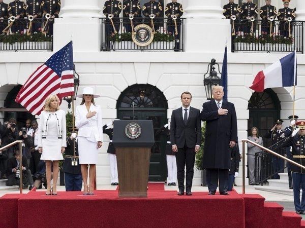 Дональд Трамп и Эммануэль Макрон (справа налево) с женами