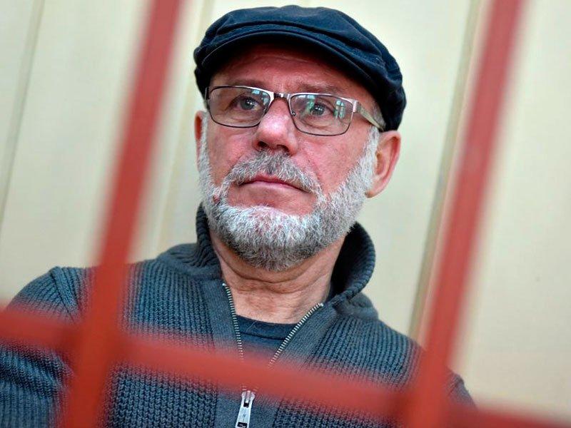 Малобродского закончили пристегивать наручниками к постели в клинике