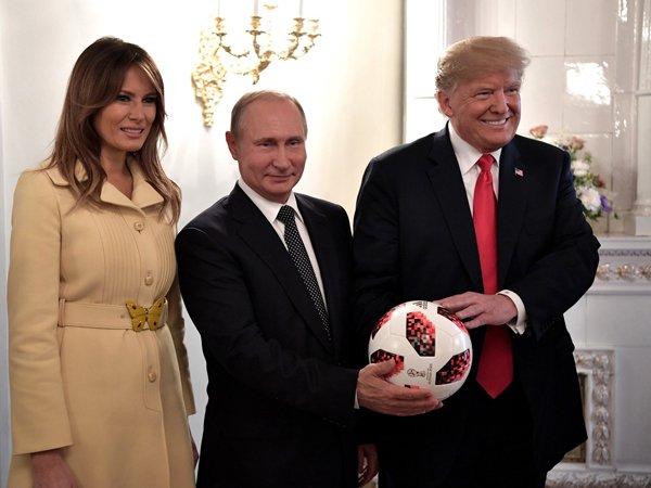 Владимир Путин подарил Дональду Трампу официальный мяч чемпионата мира по футболу 2018 года