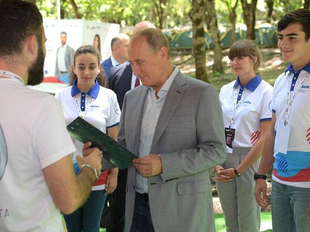 Путин: В социальных сетях нехватает позитивного контента