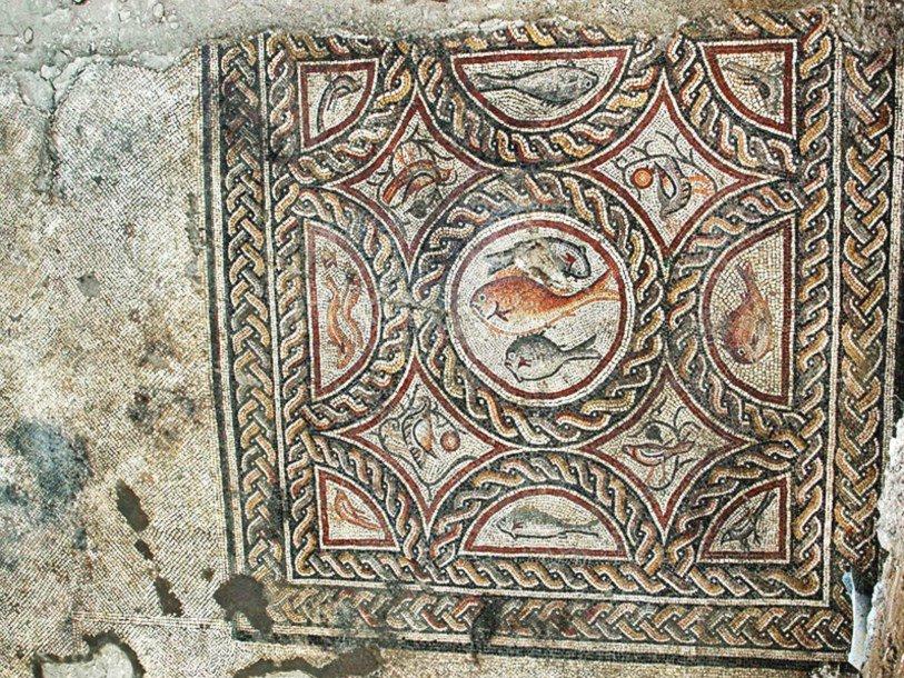 Израильские археологи нашли мозаику IV века