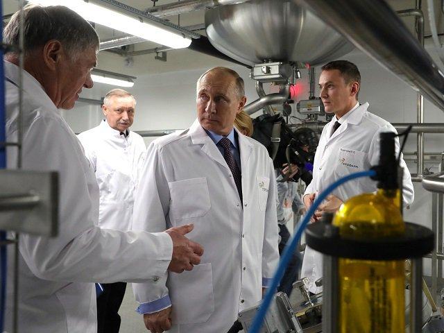Владимир Путин на фармакологическом предприятии
