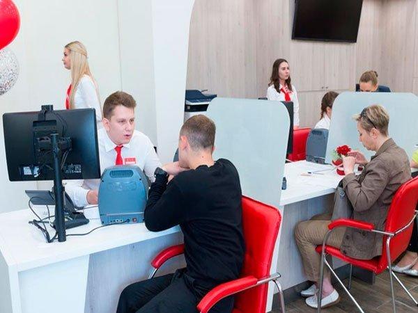 Клиенты в офисе банка