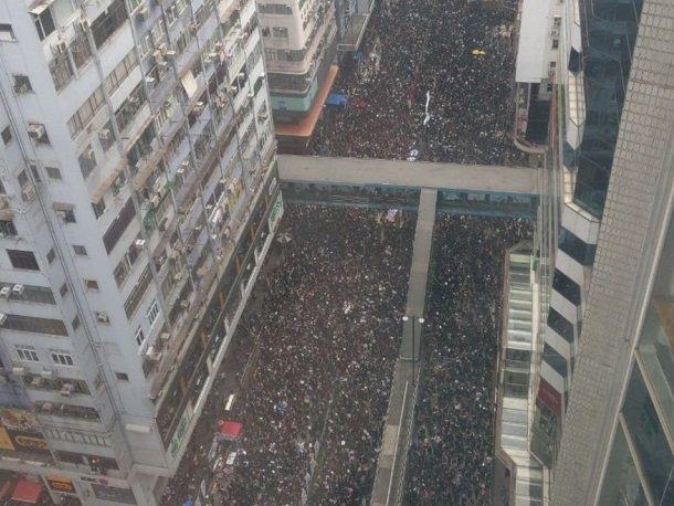 ВГонконге всем избранникам  парламента велели срочно эвакуироваться