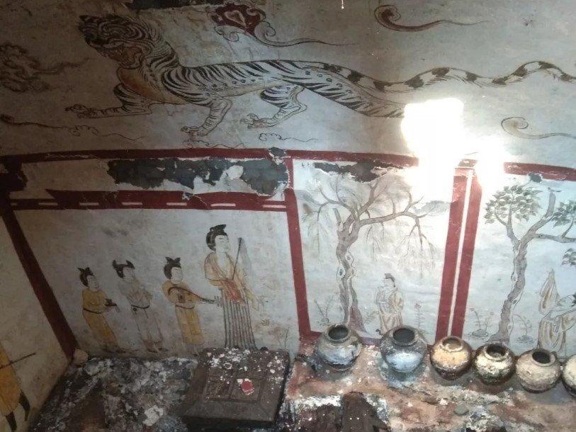 Под детской площадкой скрывалась гробница эпохи Тан